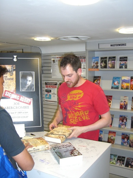 [Joe Abercrombie meets fans at FP ]