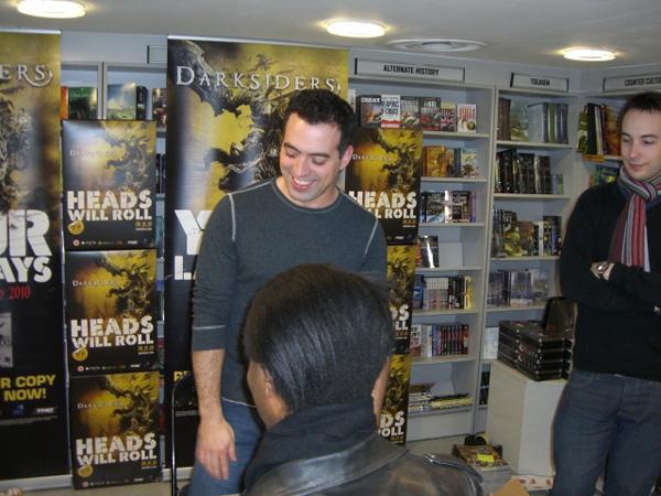 [Joe Mad meets fans at FP ]