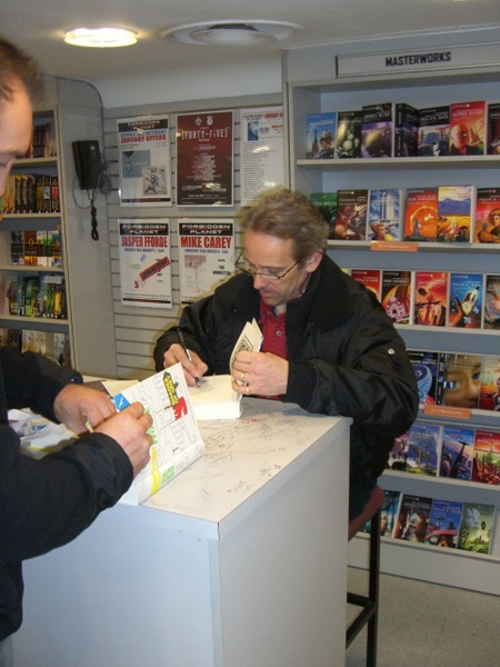 [Jasper Fforde meets fans at FP ]