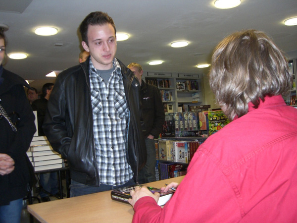 [Alastair Reynolds meeting fans at FP ]