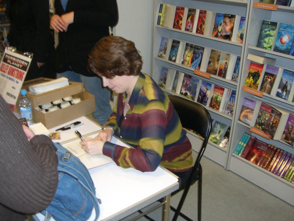 [Kelley Armstrong signs copies of Frostbitten at FP ]