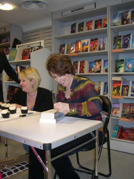[Kelley Armstrong signing copies of Frostbitten at FP ]