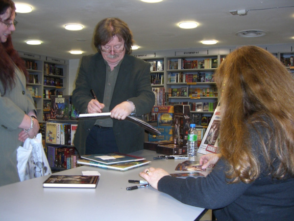 [Brian and Wendy Froud meet fans at FP ]