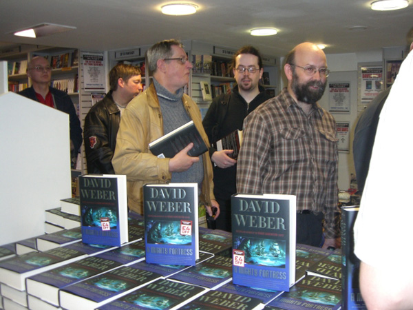 [Fans queue to meet David Weber ]