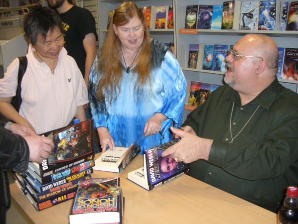 [David Weber meets fans at Forbidden Planet  ]