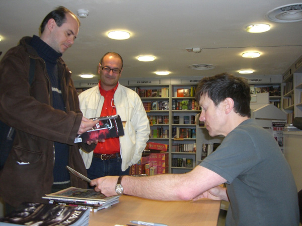 [Peter Milligan meets fans at Forbidden Planet ]