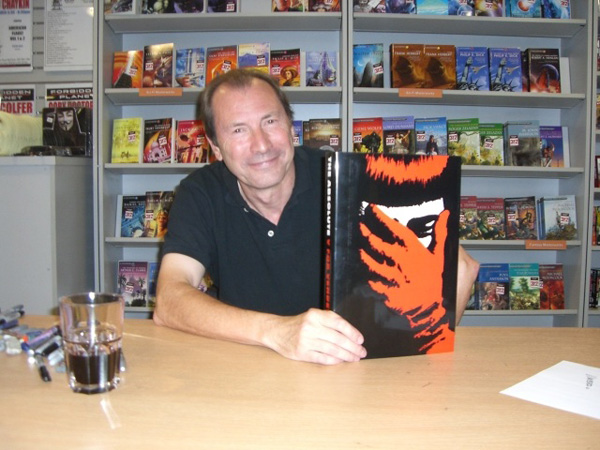 [David Llloyd visited visited FP of his own volition to sign the varietal version of V for Vendetta]