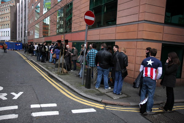 [Fans queue to meet Mark Millar and John Romita Jr  ]