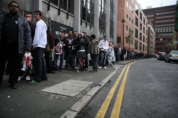 [Fans queue to meet Bret 'The Hit Man